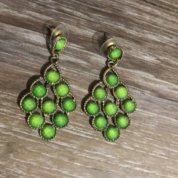 Jewelry - Green and gold earrings